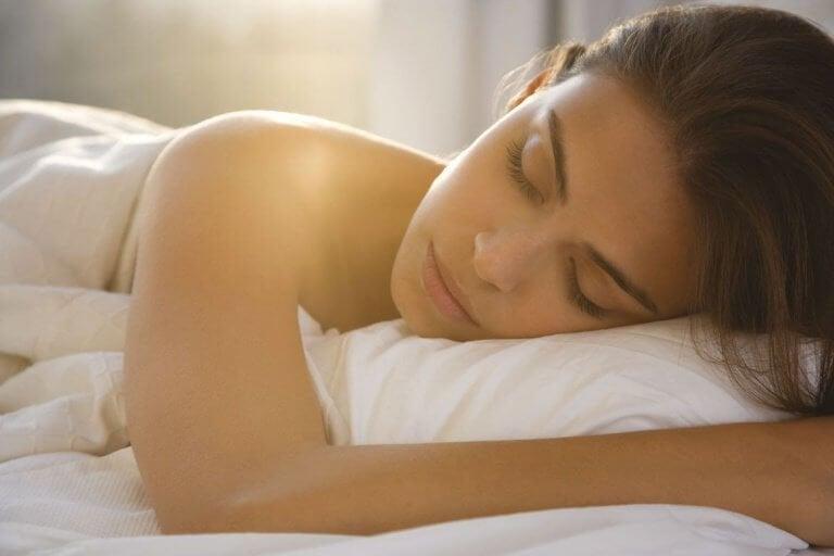 4-7-8 की टेक्नीक से एक मिनट में सो जाना सीखें