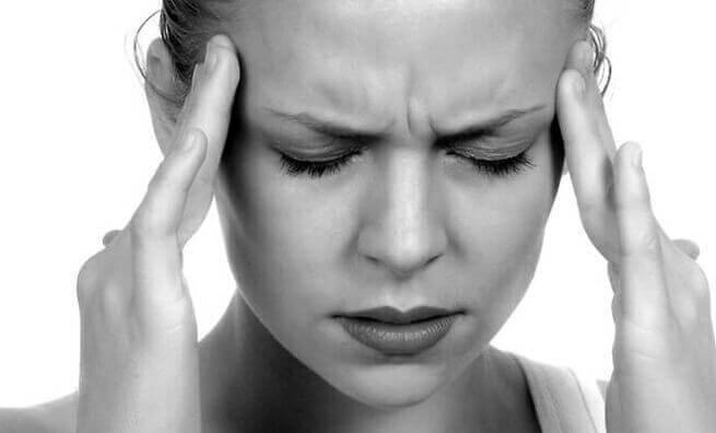 ट्राईजेमिनल न्युरॉल्जिया के कारण दर्द