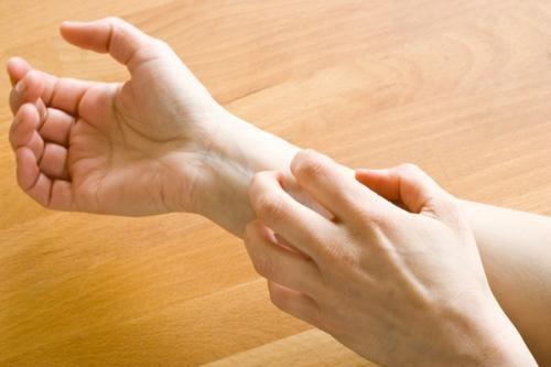 आँतों की समस्या के बारे में सचेत करते हैं ये 6 अजीब लक्षण