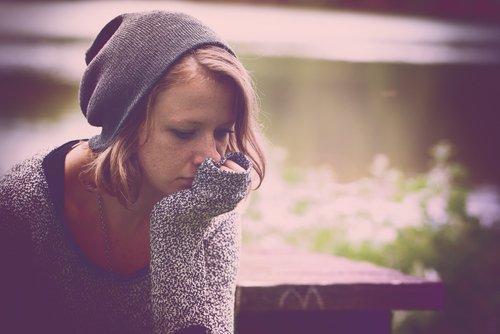 डिप्रेशन के लक्षण देते हैं विशिष्ट संकेत