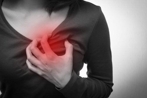 5 लक्षण कार्डियक अरेस्ट के जो केवल महिलाओं में दिखते हैं