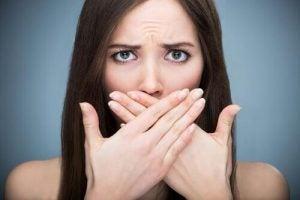 जहरीले तत्वों से भरा लीवर: साँस की दुर्गंध