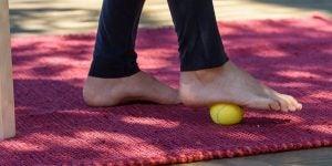 हील स्पर: गेंद और सोले वाले व्यायाम
