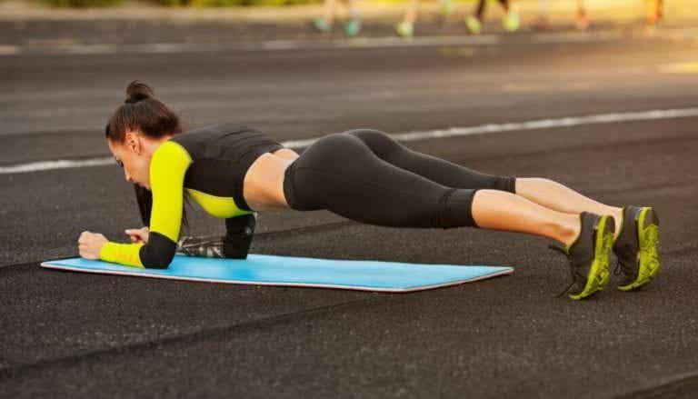 5 आसान व्यायाम, शरीर को सही शेप में लाने के लिए इन्हें घर पर करें