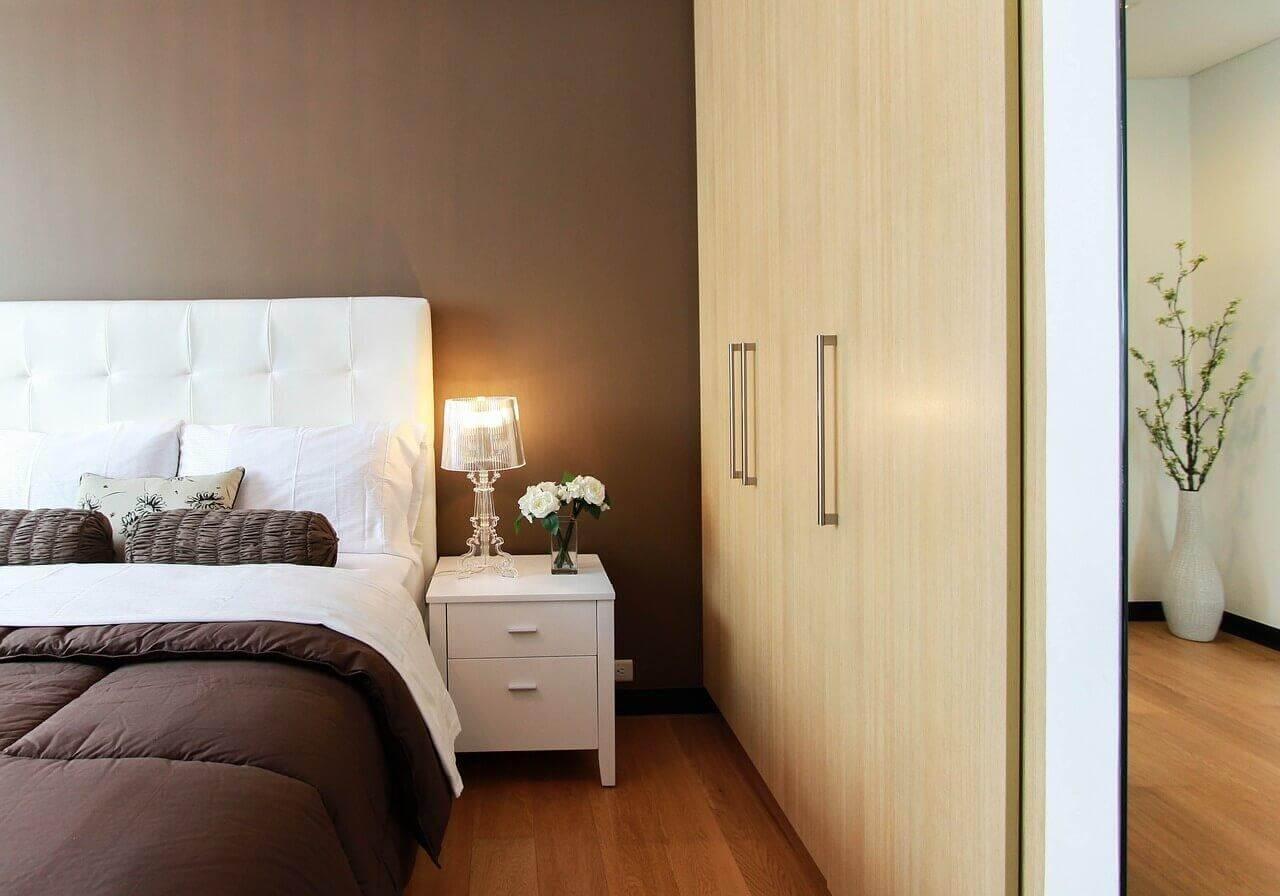 9 चीज़े जिन्हें अपने बेडरूम में रखने से बचें