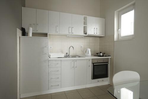 छोटी किचन के लिए डेकोरेशन आईडिया: L शेप