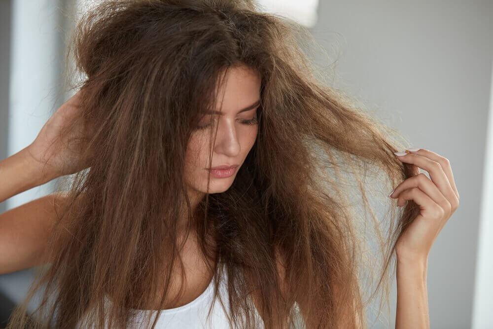 इन 5 प्राकृतिक उपचारों से अपने बालों को हाइड्रेट करें