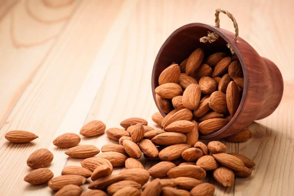 4 बादाम रोज़ खाइए, जानिये क्या कुछ अद्भुत होगा आपके शरीर में