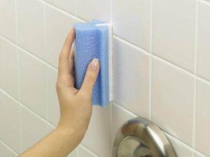 बाथरूम की सफ़ाई: टाइल्स