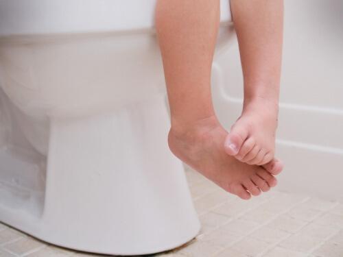 पेट में कीड़े: बच्चों में कब्ज