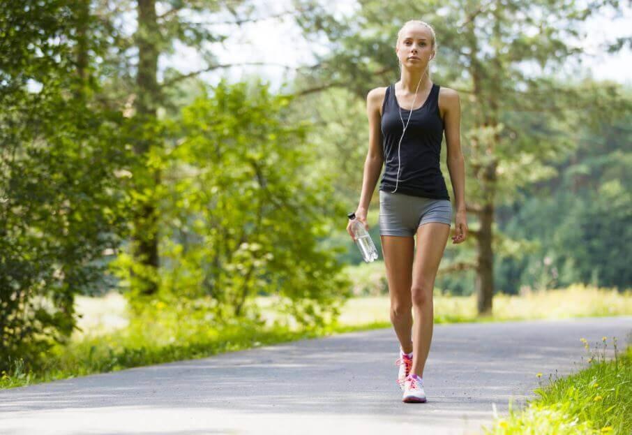 डेली वॉकिंग में छिपा है आपकी सेहत का वरदान