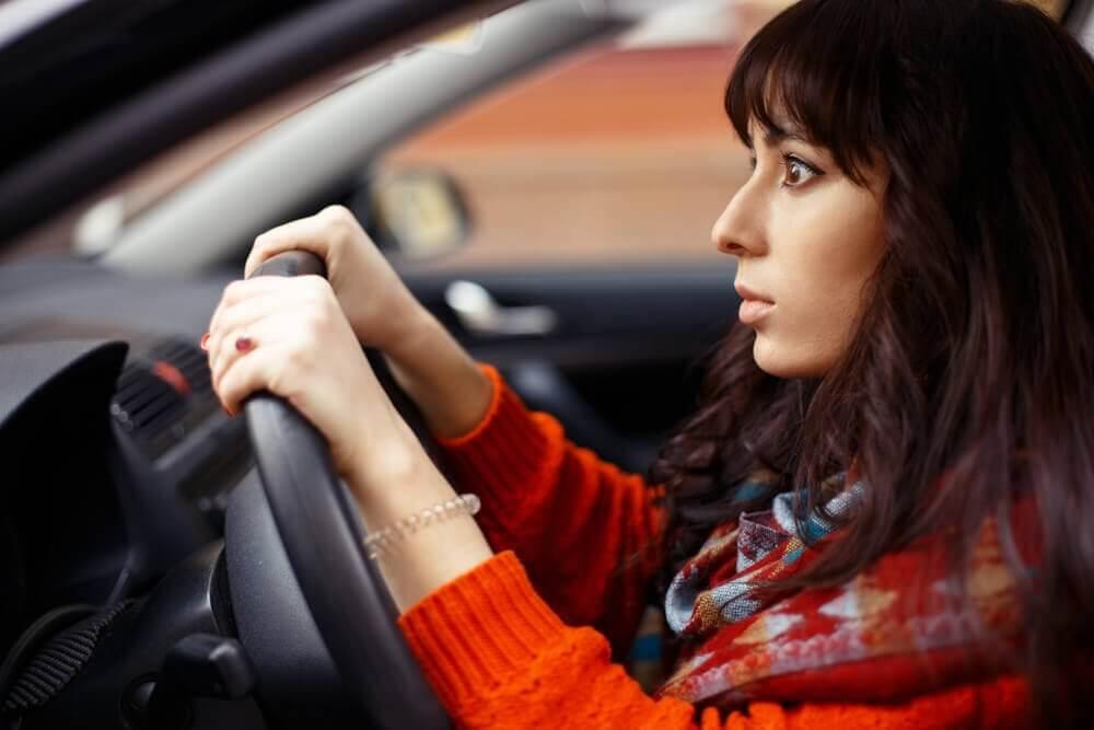 मुझे ड्राइविंग से दहशत क्यों है?