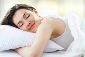 रोज़ शहद खाने के फायदे: बेहतर नींद आती है