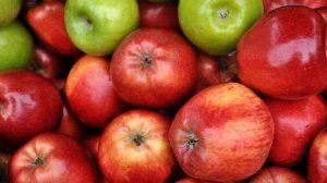 सेब और ओलिव ऑइल से डार्क सर्कल्स से छुटकारा पाएं