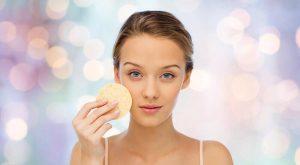 रोज़ शहद खाने के फायदे: साफ़ त्वचा