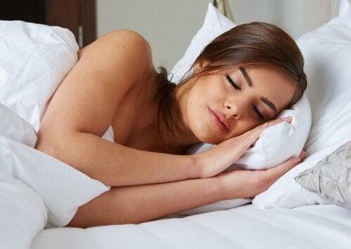 हाई कोर्टिसोल लेवल: पूरी नींद ज़रूरी