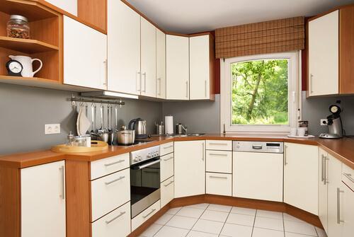 छोटी किचन के लिए डेकोरेशन आईडिया: U शेप
