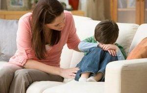 बचपन में प्यार के अभाव वाले लोगों को संबंध बनाने में कठिनाई आती है