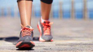 डेली वॉकिंग में छिपा है आपकी सेहत का वरदान: फायदे