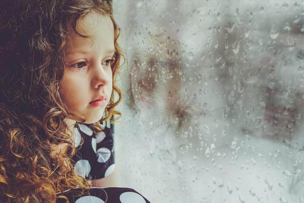 बचपन में प्यार न मिलने पर बड़े होकर लोग कैसे बन जाते हैं