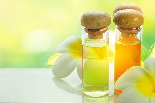 लंबी पलकों की है ख़्वाहिश है: अरंडी का तेल
