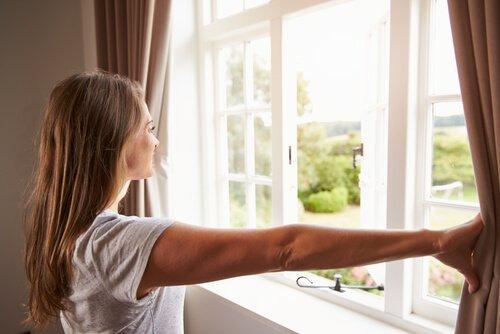 खिड़कियों की सफ़ाई: गंदी खिड़कियाँ