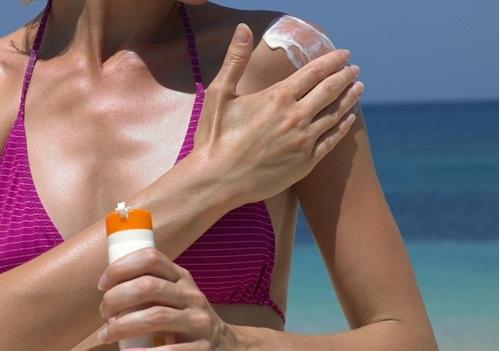 जल्दी बुढ़ापा लाने वाली आदतें - सनस्क्रीन का उपयोग न करना
