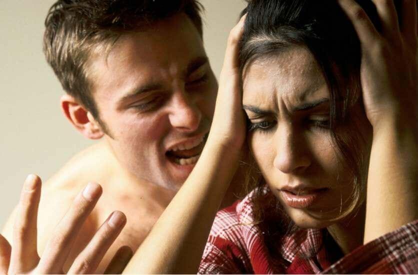 6 लक्षण जो बताते हैं, आप मौखिक दुर्व्यवहार के शिकार हैं