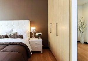 5 सफाई की आदतें: बिस्तर बनाना