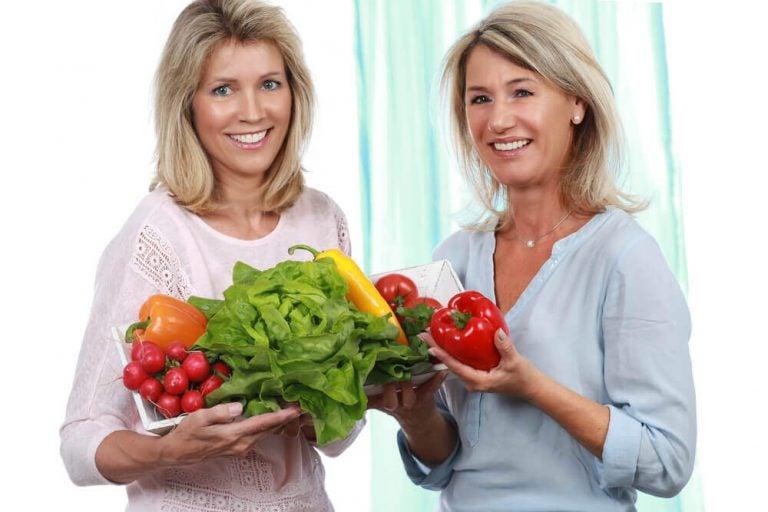 मेनोपाज के समय वजन घटाने में सहायक आहार के 5 पहलू