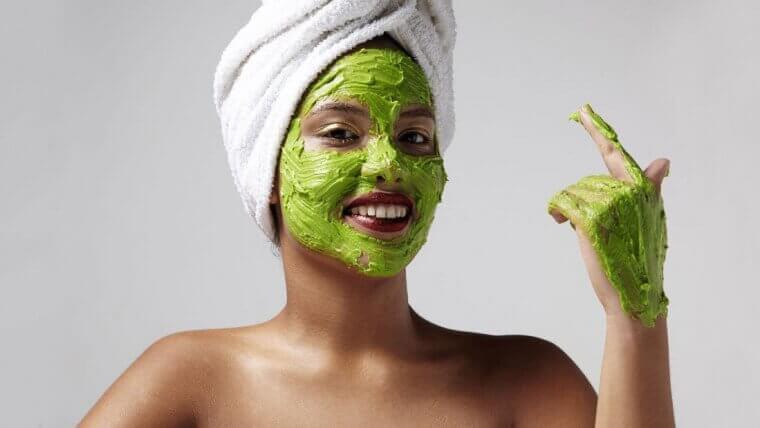 चेहरे की झुर्रियां: एवोकैडो मास्क