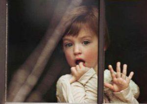 हाइपर पेरेंटिंग से आपके बच्चे की ख़ुशी तहस-नहस हो सकती है