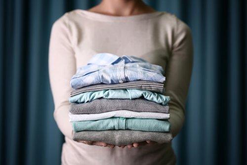 सफ़ाई की आदतें: कपड़े तह करना