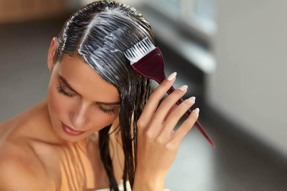 घर पर हेयर रिपोलराइज़ेशन: मिनटों में अपने बालों की मरम्मत करें