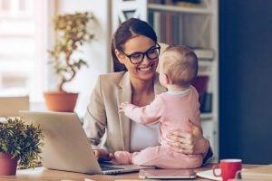 30 की उम्र के बाद माँ-आर्थिक स्थिरता