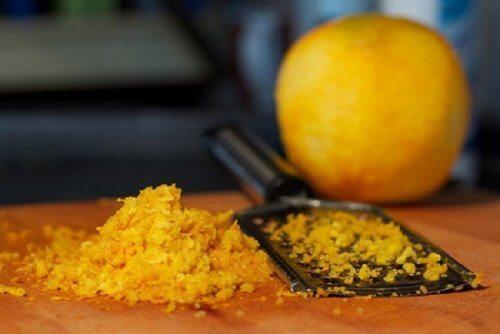 अपने दाग-धब्बों के लिए एक बार संतरे के रस को आज़माकर देखें
