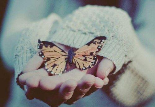 ख़ुद से प्यार करना है पहला कदम