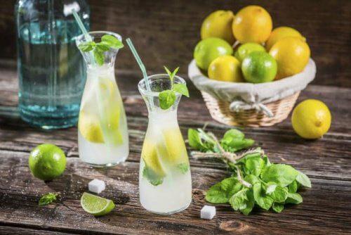 3 स्वादिष्ट मॉर्निंग ड्रिंक से पायें सपाट पेट