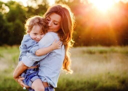 बड़े होते बेटे की परवरिश में न करें ऐसी गलतियाँ