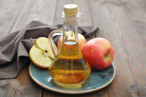 हार्ट बर्न और गैसट्राईटिस का मुकाबला करें: सेब का सिरका