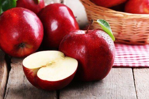 लीवर की सफ़ाई करने के लिए सेब