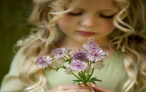 खुशी पाने के लिए ख़ुद से प्यार करना बेहद ज़रूरी है
