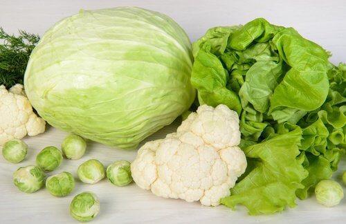 लीवर की सफ़ाई करने के लिए हरी पत्तेदार सब्जियां