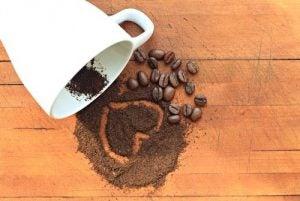 सपाट पेट के लिए ब्लैक कॉफी