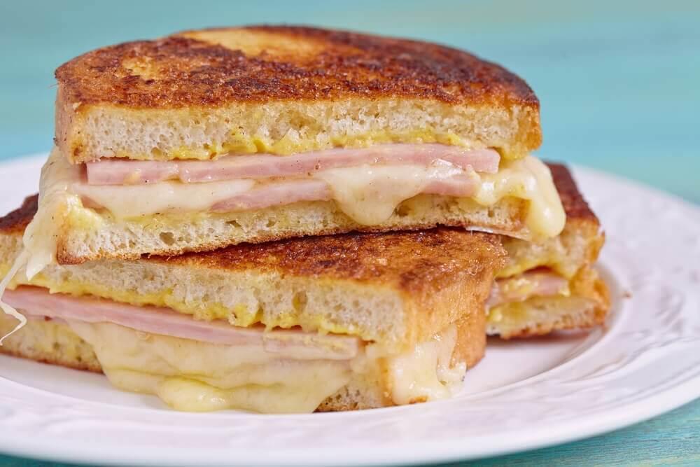 स्वादिष्ट मोंटे क्रिस्टो सैंडविच बनाने का तरीका जानें