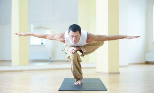 प्लैंक कर अपने संतुलन को बेहतर बनाएं
