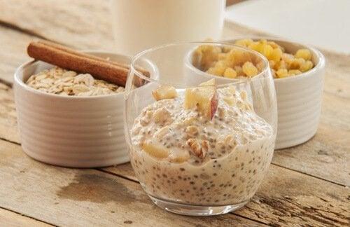 अगले दिन के नाश्ते के लिए चिया सीड्स और ओटमील