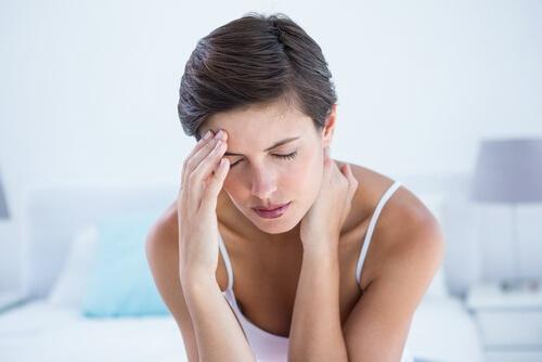 महिला को सिरदर्द