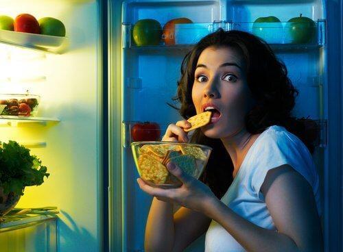 टॉप-10 डायबिटीज के संकेत: ख़ूब खाने की इच्छा करना