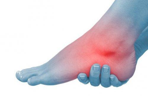 6 नेचुरल ट्रीटमेंट सूजे हुए पैरों और टखनों के लिए